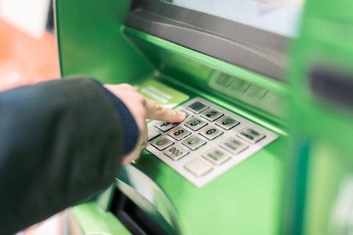 Künftige Angriffsszenarien auf Authentifizierungssysteme von Geldautomaten
